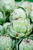 Fresh green artichokes macro closeup on market outdoor — Stock Photo