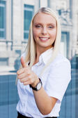 Attractive young successful smiling business woman standing outdoor — Foto Stock