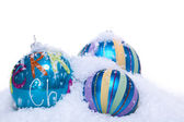 在蓝和绿松石孤立的圣诞装饰小玩意 — 图库照片