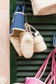 Handmade colorful straw handbags on market sale summer — Stock Photo