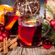 Hot tasty spicy mulled red wine with orange and cinnamon christmas — Foto Stock