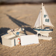 Sailing boat and seashell in sand decoration closeup — Stock Photo