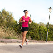 Caucasian woman practicing jogging in the park — Stockfoto