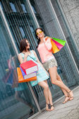 Attractive young girls women on shopping tour — 图库照片