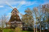 Hölzerne windmühle — Stockfoto
