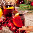 Hot tasty spicy mulled red wine with orange and cinnamon christmas — Foto de Stock
