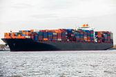 Nave porta-container in porto — Foto Stock