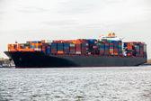 Containerschiff im hafen — Stockfoto