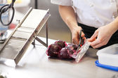 Chef slicing boiled beetroot — Stock Photo