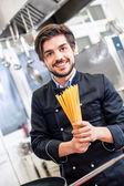 Attractive friendly chef preparing spaghetti — Stock Photo