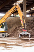 Heavy duty excavator doing earth moving — Stock Photo