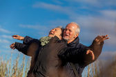 Elderly couple celebrating the sun — Stock Photo