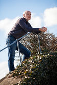 Man standing on a flight of steps — Stockfoto