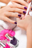 Manicure making in spa salon — Stockfoto