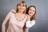 Smilling mother and daughter — 图库照片