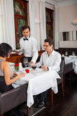 Waiter  accommodating couple — Foto Stock