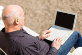 Man using a laptop — Stock Photo
