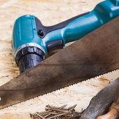 сверло с древесины, отвертки и винты — Стоковое фото