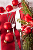 Red themed Christmas place setting — Stock fotografie