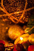 Warm gold and red Christmas candlelight background — 图库照片