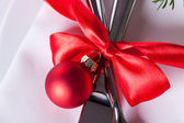 Romantic red Christmas table setting — ストック写真