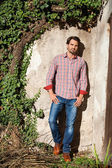 Male model leaning against wall — Stockfoto
