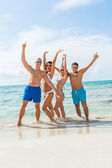 Friends are enjoying summer holidays — Stock Photo