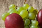 Green grapes and nectarines isolated on background — Stock Photo