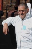 инженер, носить белые комбинезоны — Стоковое фото