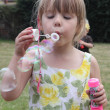 Foto Stock: Blowing bubbles