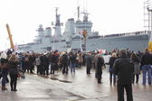 HMS Illustrious returns from the philippines — Stock Photo