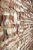 Staré chátrající cihlová zeď — Stock fotografie