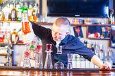 Barman making cocktail drinks — Stock Photo