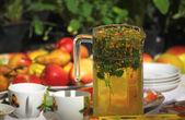 Tea with chamomile flowers — Stock Photo
