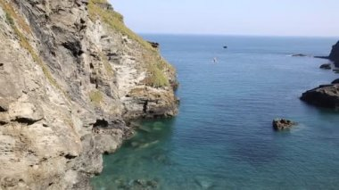Tintagel beach and bay North Cornwall coast between Bude and Padstow England — Stock Video
