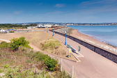 Weergave van Mansfield warren strand kust en promenade devon Engeland op blauwe hemel zomerdag — Stockfoto