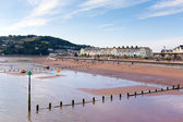 Holidaymakers on Teignmouth beach Devon England enjoying the sunny warm weather — Stock Photo