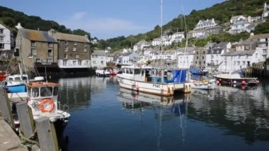 Boats in Polperro harbour Cornwall England with blue sky — Stock Video