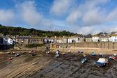 Mousehole port cornwall uk Anglii cornish rybackie wioski z blue sky i chmury — Zdjęcie stockowe