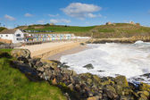 Porthgwidden beach St Ives Cornwall England with colourful beach huts, waves and blue sea and sky — Stockfoto
