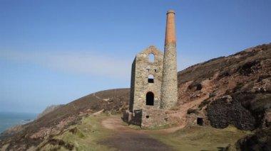 Pobřeží Cornwallu a starocín důl Anglie uk — Stock video