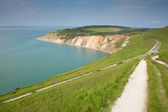 Coastal path Alum Bay Isle of Wight beautiful beach and rocks and bay next to the Needles tourist attraction — Stock Photo
