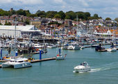 Cowes harbour Isle of Wight with boats and blue sky — Stock Photo
