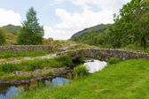 Packhorse bridge Watendlath Tarn Lake District Cumbria England between the Borrowdale and Thirlmere valleys close to Derwent Water — Stock Photo