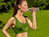 Beautiful Girl drinks Water after Yoga exercise — ストック写真