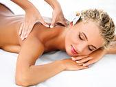 Mulher de spa. close-up de uma mulher bonita, recebendo tratamento de spa. — Fotografia Stock