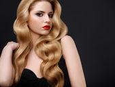 Beautiful Woman with Long Wavy Hair. — Stock Photo