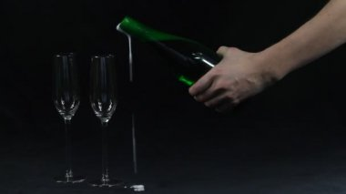 Opening a bottle of champagne with a knife — Stock Video