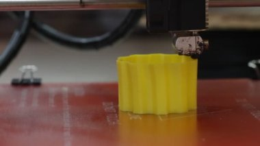 3D printer in action — Stock Video
