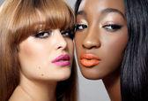 Dos bellezas con una piel perfecta — Foto de Stock